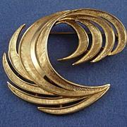 Crown Trifari Gold-tone Feather Plume Pin Brooch
