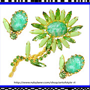 Gorgeous Juliana Green Flower Pin Brooch and Earrings DeLizza Elster Vintage 1960s