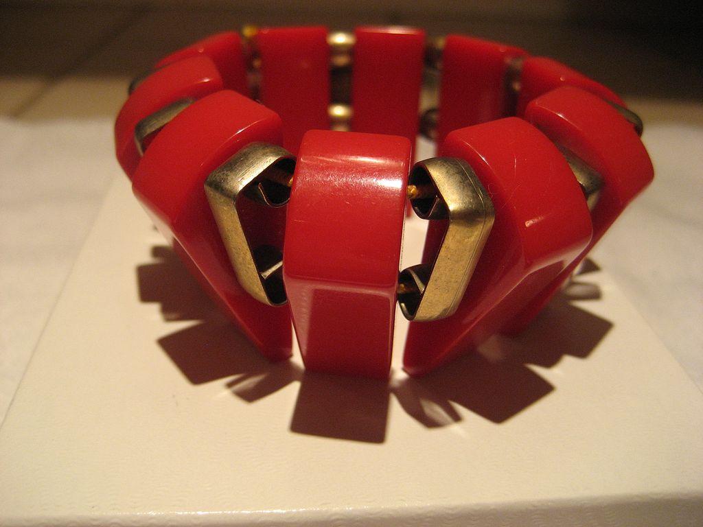 Bakelite Red Stretch Vintage Bracelet