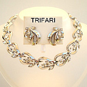 Vintage Signed Trifari Set Clear Rhinestones Platinum Color Metal Necklace & Earrings