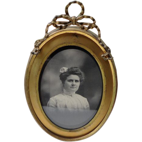 Vintage Oval Brass Gilt Ribbon Bow Picture Frame