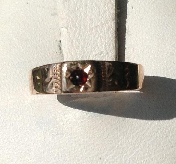 Victorian14K Gold Garnet  Ring