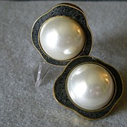 """Celia Sebiri"" Vintage Faux Round Pearl w/Crushed Onyx Inlaid Border Clip Earrings"