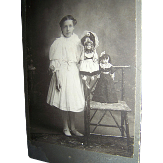 Cabinet Card Young Girl With Two Bisque Fancy Dressed Dolls Identified Vail, Iowa