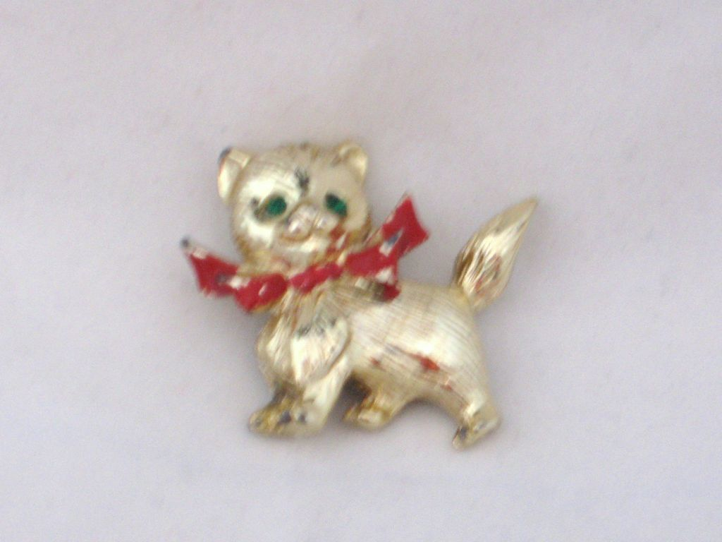 Vintage Puppy Pin CUTE!