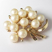 Vintage Large Floral Faux Pearls Brooch Pin