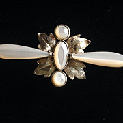Vintage brooch with gold tone leaves and pearlized stones