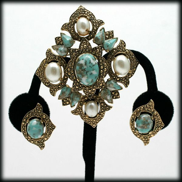 Sarah Coventry Remembrance Pin and Earrings Demi Parure Vintage Set