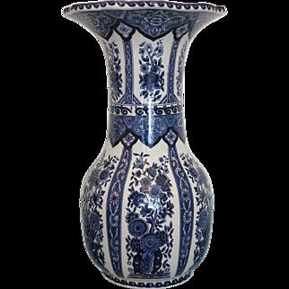 Delft vase in blue and white flower design, 1.st half of 20th century