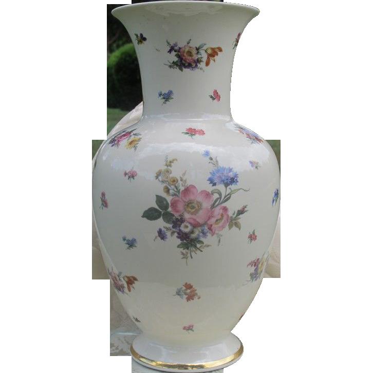 Bavarian Johann Seltmann manufactory vase, dated 1920