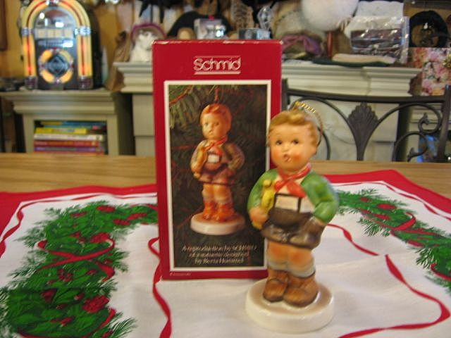 "1982 Schmid Beta Hummel ""Hark The Herald"" Ornament"