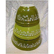 Pyrex Spring Blossom Green Beaded Edge Nested Mixing Bowls 3 Piece Set