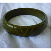 Carved Chevrons Olive Green Brown Swirls Bakelite Bangle Bracelet