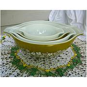 Pyrex Crazy Daisy Cinderella Nested Mixing Bowls Set