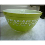 Pyrex Spring Blossom Light Green Beaded Edge Nested Mixing Bowl 402  1 ½ Qt