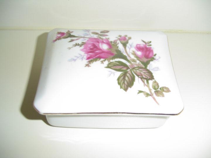 Moss Rose Pattern Powder Box