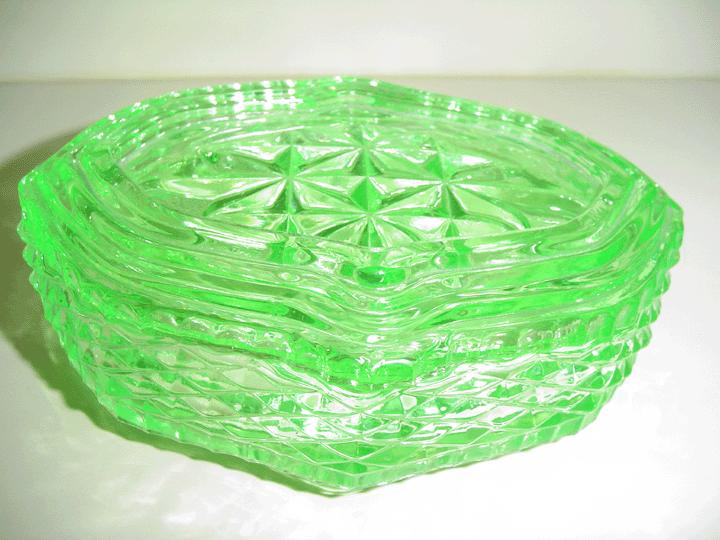 Deco British Green Glass Powder Box