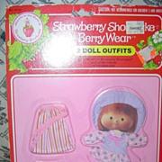 1981 Strawberry Shortcake Berry  Beachy/ Berry Quaint Wear MINT *NRFB