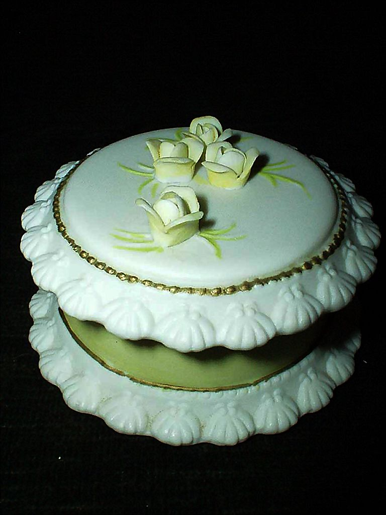 Lefton Yellow Rose  Birthday Cake Round Box