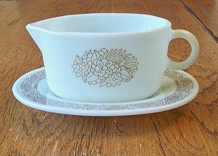 Woodland Brown Pyrex Gravy Boat With Under Plate