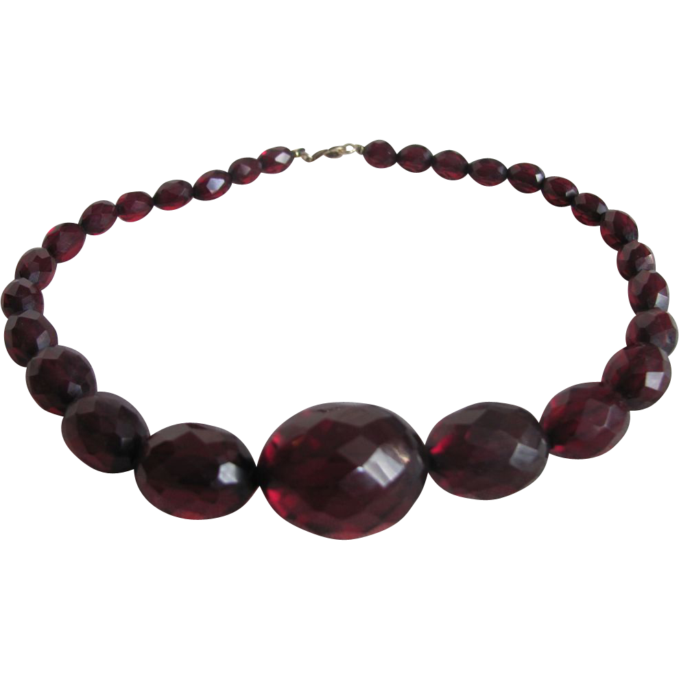 Art Deco Cherry Amber Prystal Bakelite Graduated, facetted bead Necklace
