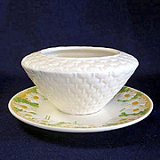 Metlox Sculptured Daisy Gravy Boat With Underplate
