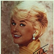 Doris Day: Autograph on Colour Photo. CoA