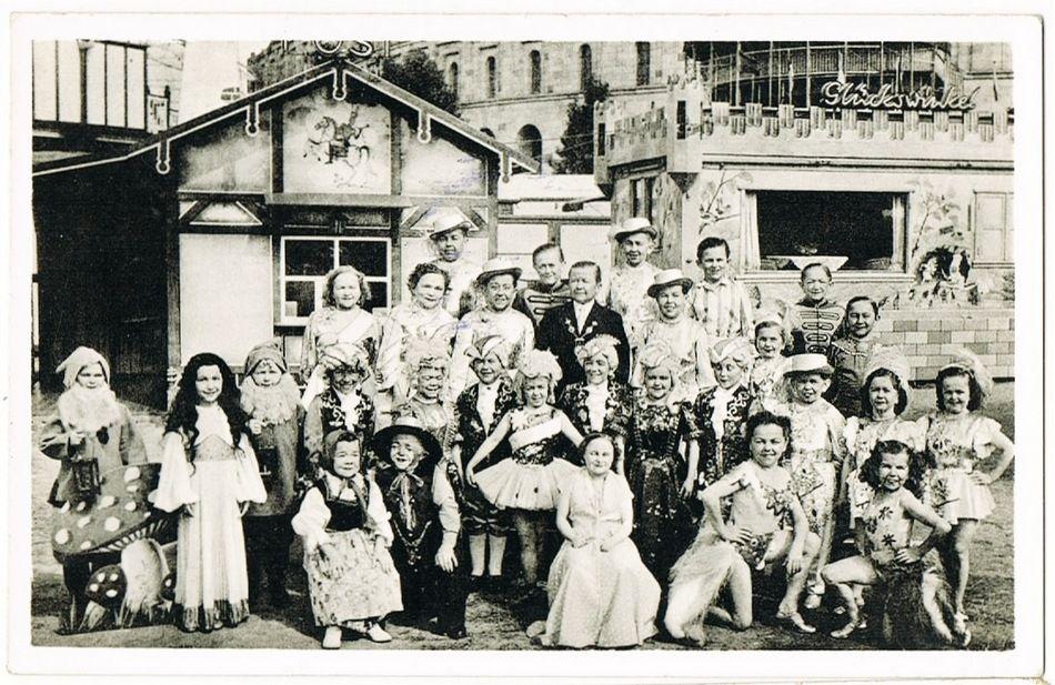 Lilliputian. Vintage Postcard with famous Midget Show