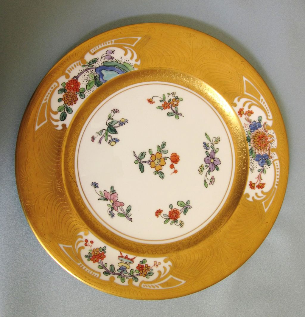 Beautiful English Aynsley Cabinet or Dinner Plate Plate (1905-1925) With Raised Gilt Design