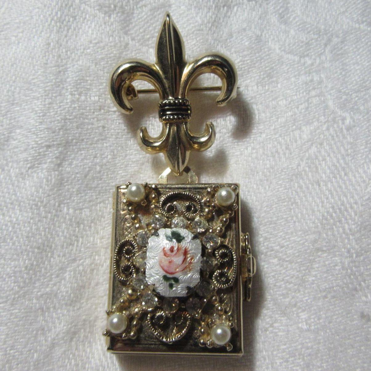 Old Coro Locket Enamel Rose Four Photo Design