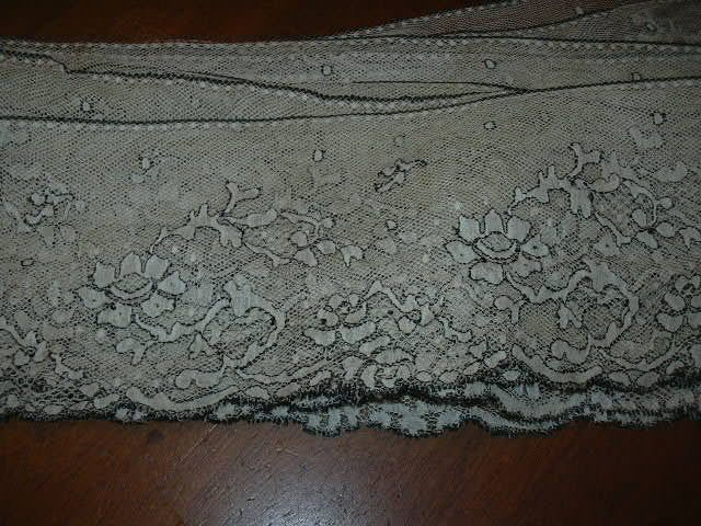 Old Ivory White Lace With Black