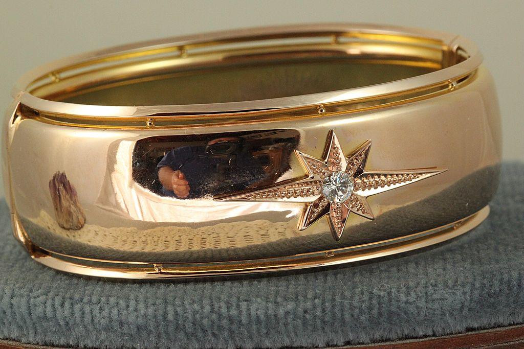 Estate Rose Gold Diamond Star Bangle