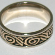 14K Two Toned Detailed Wedding Band