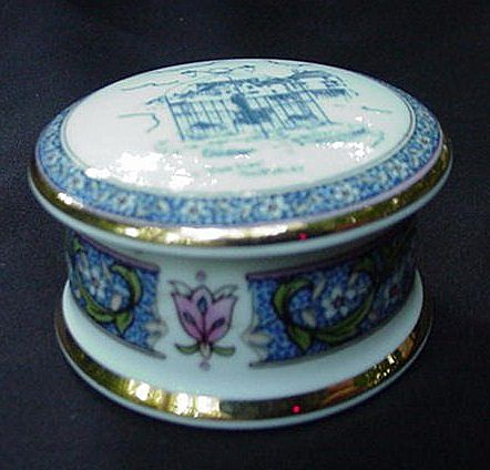 Tudor Falcon China Trinket Box, England, The Town Pump, Thornbury