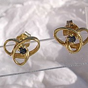 14kt Vintage Handmade Swirl Design Sapphire Stud Earrings