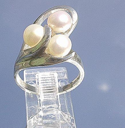 Silver Artisan Triple Freshwater Pearl Ladies Ring