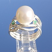 Sterling Freshwater Pearl/Emerald Ladies Ring