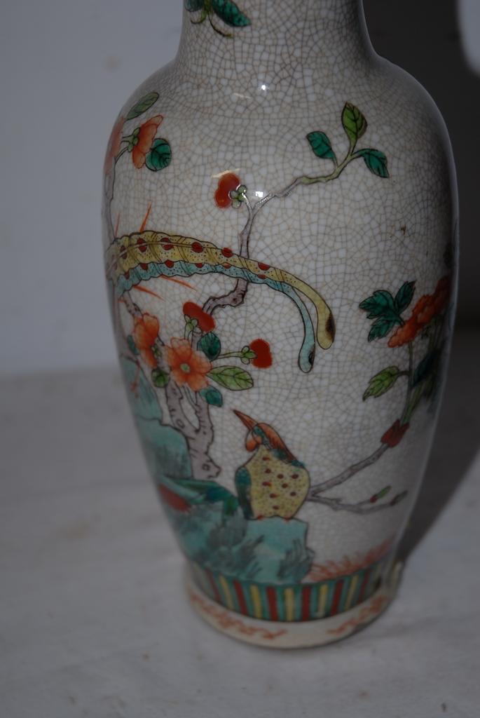 An Antique Chinese Crackle ware Porcelain Vase