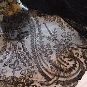 Rare 19th C. hand made grenardine silk Chantilly bobbin lace shawl :  Paisley :  cachemire boteh motifs ( ref no1889 )
