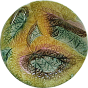 Majolica Over Lapping Begonia Plate