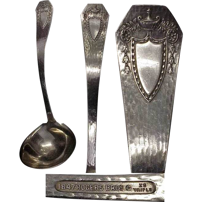 1916 Heraldic 1847 Roger Bros Silverplated Gravy Ladle