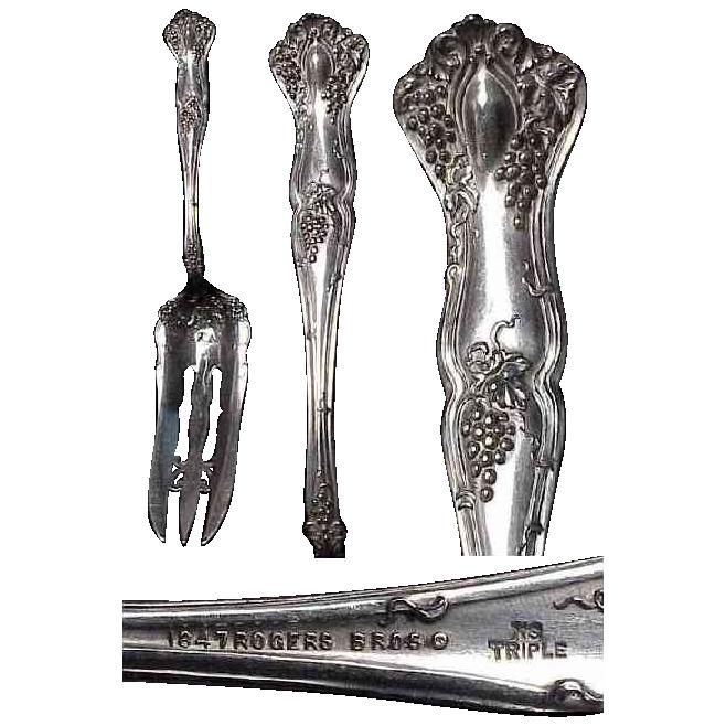 """1847 Rogers Bros. Grape pattern """"Vintage"""" Scarce Cake Serving Fork"""