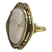 Vintage 10k Yellow Gold & White Cameo Coral Ring