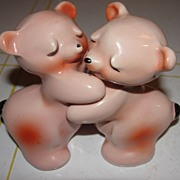 Van Tellinger Bear Hugs Salt and Pepper Shakers - b57