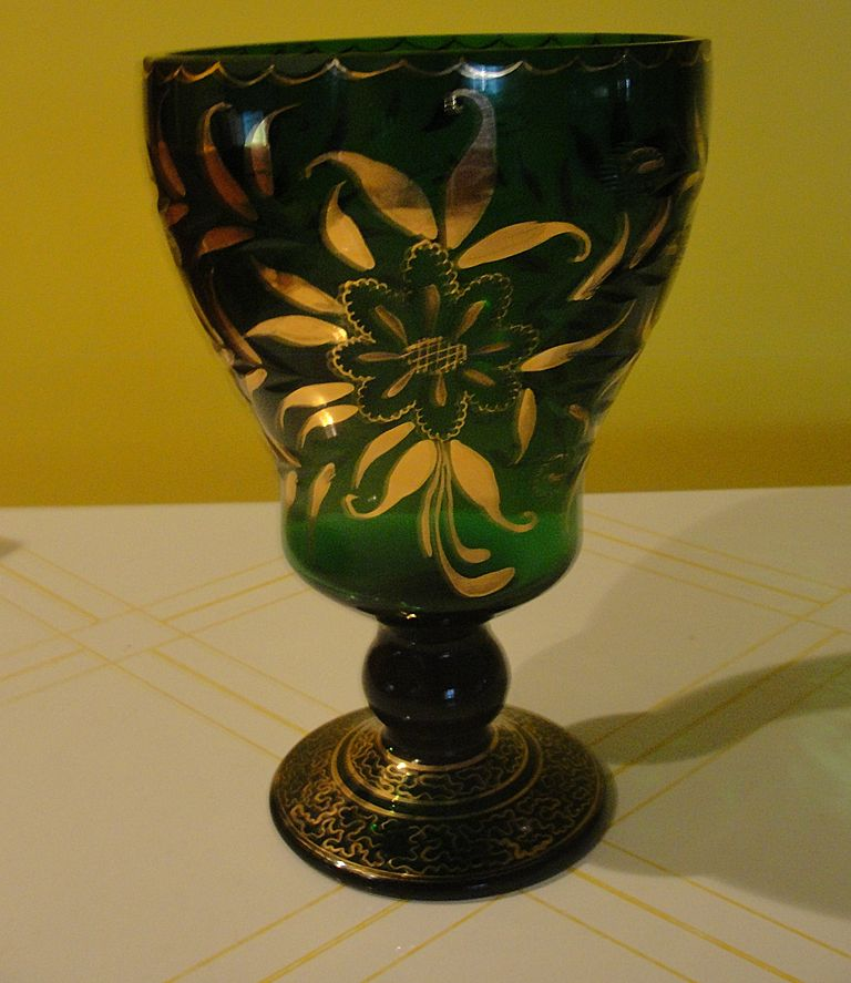 Green Crystal vase with Gold accent - b30