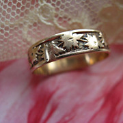 Victorian Gold Wedding Band  Ivy Leaves