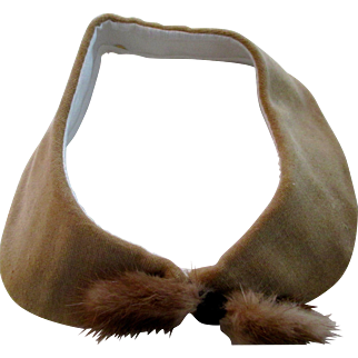 """Reduced Peter Pan collar mink bow and honey color velvet,  vintage 50-60s,   14"""""""