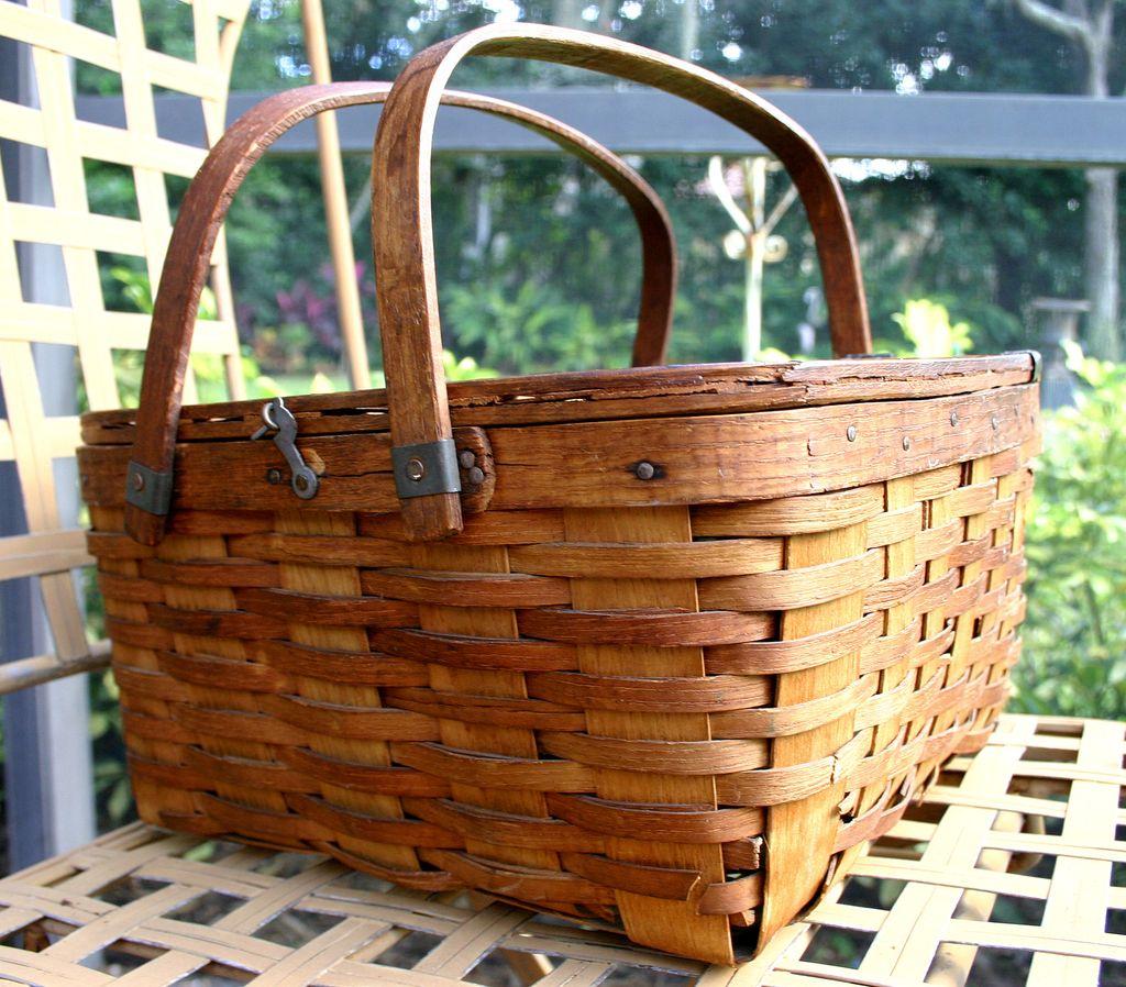 19th C New England Swing Handle Lidded Oak Splint Basket, Lunch box