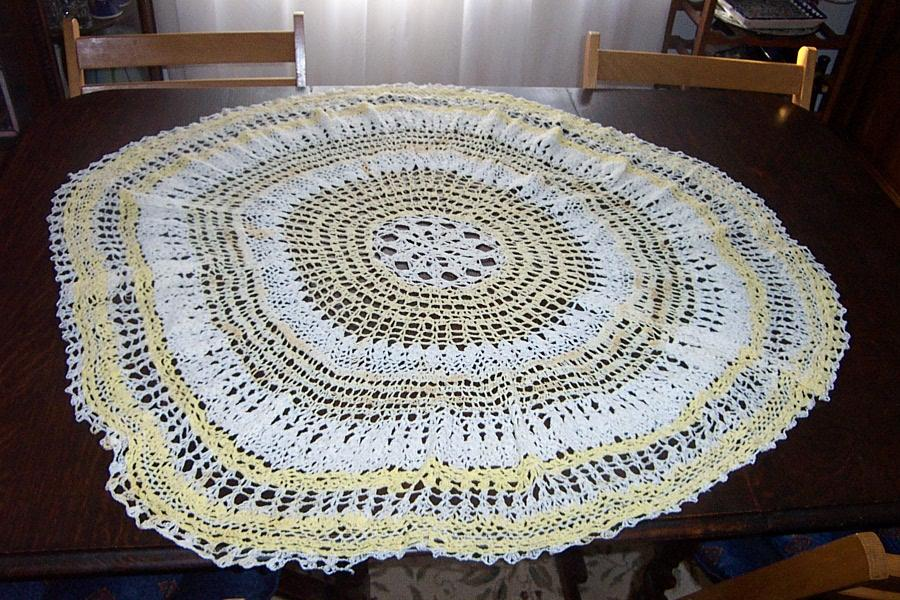 Large Vintage hand made Crochet Table Cover Excellent condition