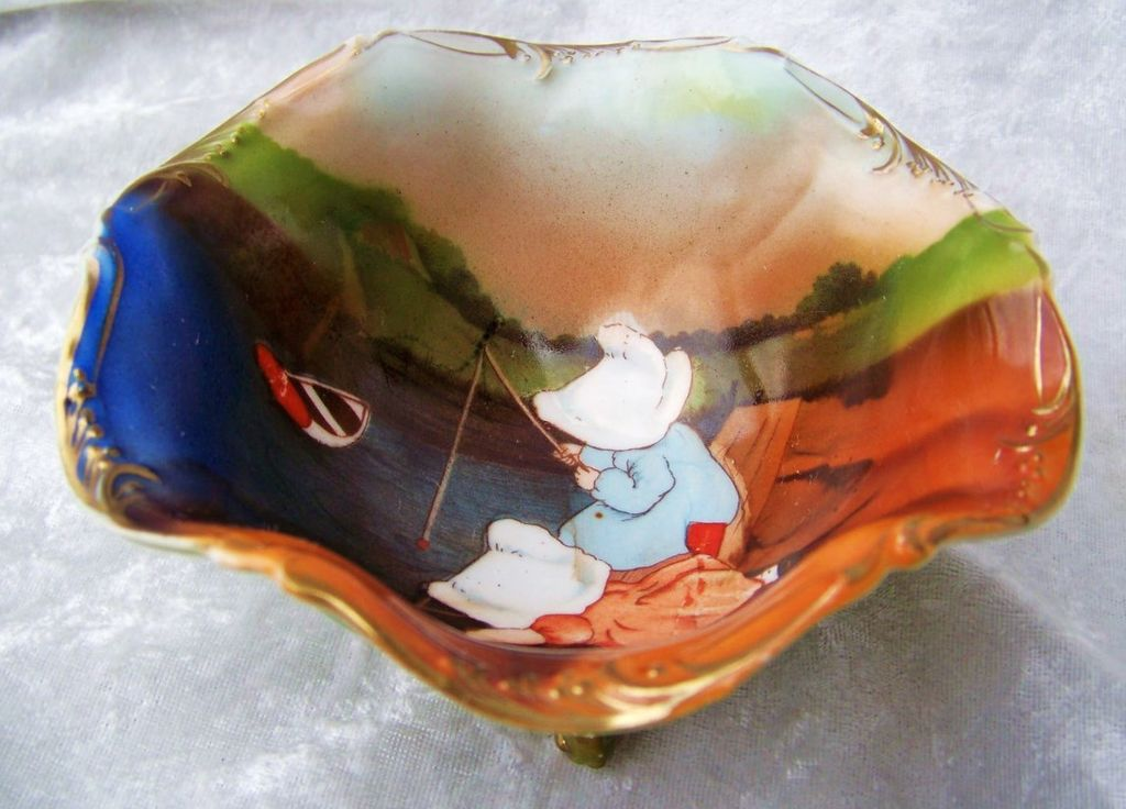 """Extra Nice Vintage 1900's Royal Bayreuth """"Sunbonnets Fishing"""" 3 Footed Master Nut Bowl"""
